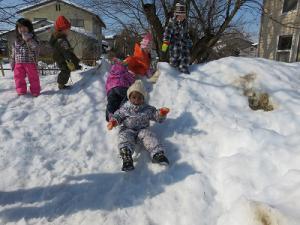 雪の滑り台だね